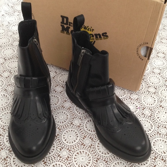 b0c08dcc0163 New Dr. Martens Tina Leather Boots Brogue Tassel 9